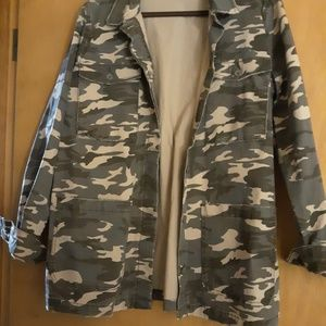woman's L Camo Jacket by Jag
